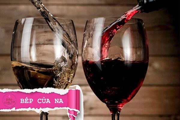 cách mở rượu vang không có đồ khui
